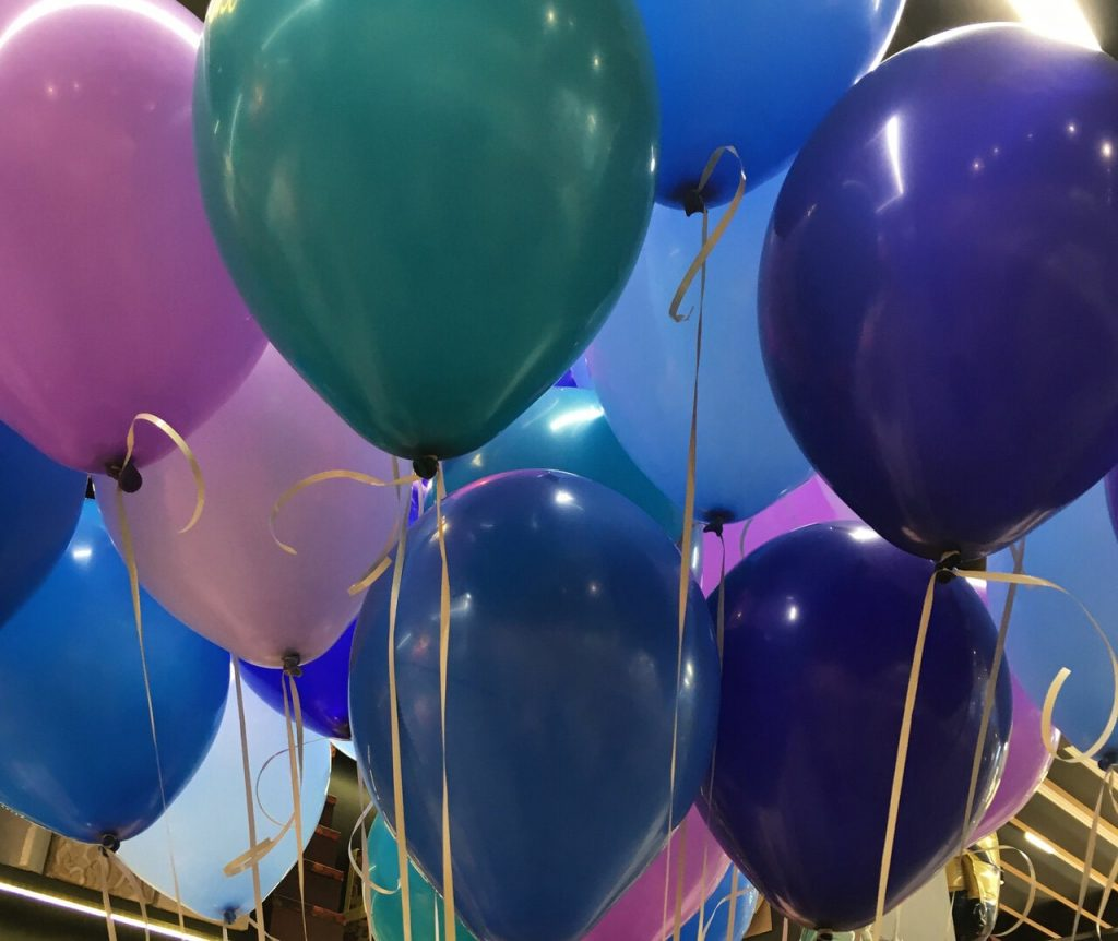 Krāsaini hēlija baloni
