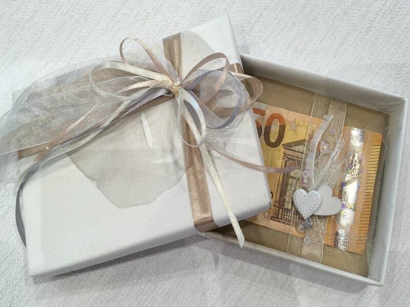 Dāvanu iesaiņošana - kastīte naudas dāvināšanai kāzās