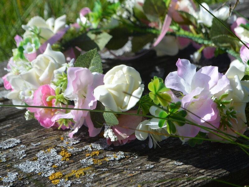Mākslīgo ziedu vainadziņš