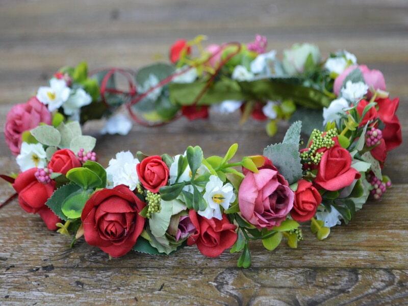 Mākslīgo ziedu vainadziņš ar rozēm
