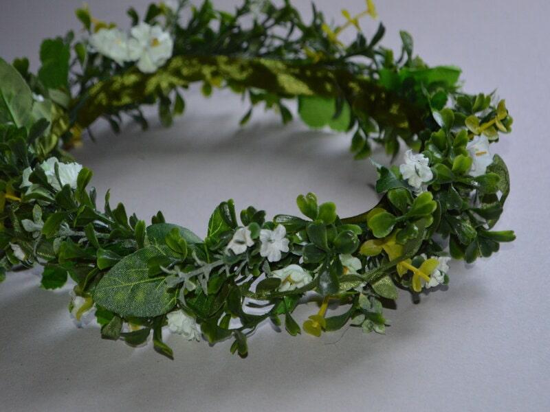 Mākslīgo ziedu vainadziņš zaļš ar sīkiem baltiem ziediņiem