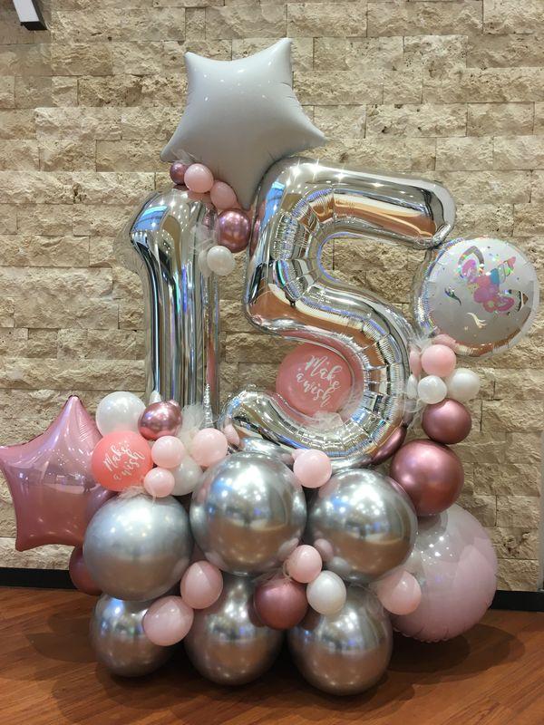 Balonu kompozīcija ar ciparu 15