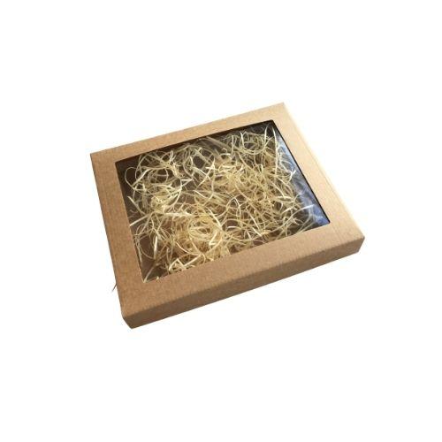 Plakana kartona kaste ar caurspīdīgu lodziņu un koka skaidu pildījumu