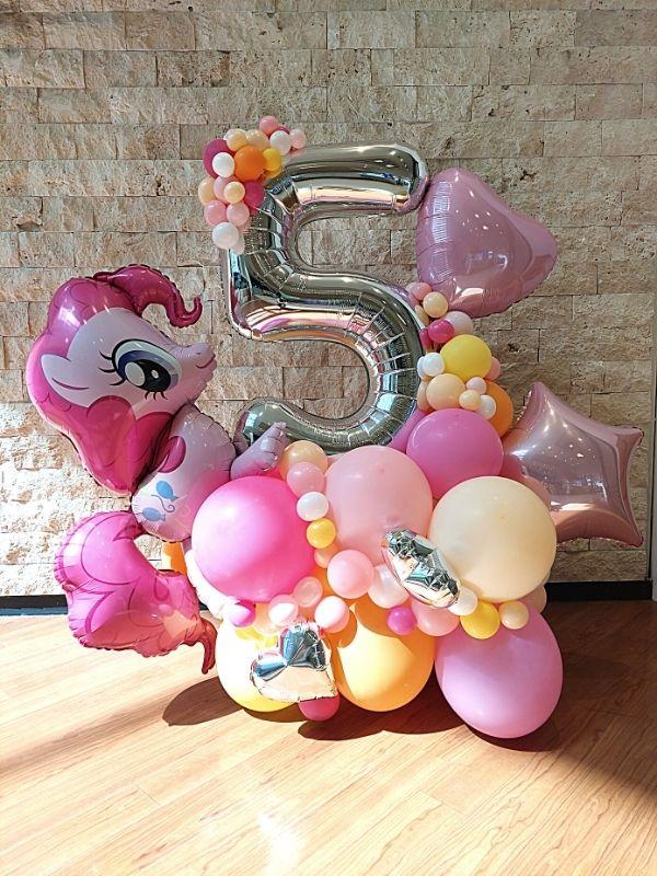 Balonu kompozīcija ar ciparu 5