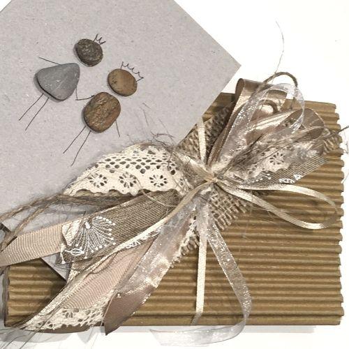 Apsveikuma kartīte ar dekorētu aploksni