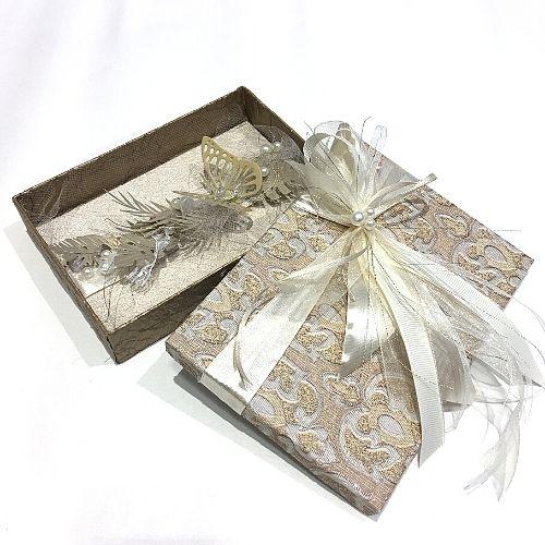 Dāvanu kastīte zeltītos toņos naudas vai biļešu dāvināšanai